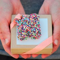 Personalized monogram gift toppers made from sprinkles and a sponge (easy tutorial)
