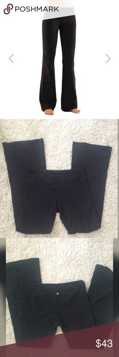 """Lululemon black groove pants size 10 Excellent condition minor polling. Size 10 lululemon groove pant. No rips or stains. Inseam 32"""" lululemon athletica Pants Track Pants & Joggers"""