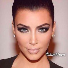 If she had blue/grey eyes. Omg!
