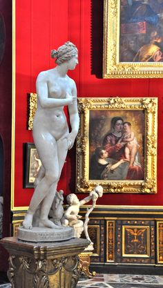 Uffizi Gallery. Medici Venus in the Tribune room.