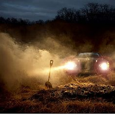 By-Joshua-Hoffine I like this picture, as it looks mysterious and creepy. I also enjoy the head lights lighting up the fog and the crime scene. Horror Photography, Car Photography, Joshua Hoffine, Rock N Roll, Childhood Fears, Horror Photos, Creepy Images, 6 Photos, Dark Places