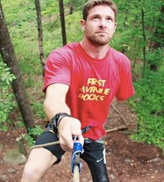 Noah Galloway is a veteran and double-amputee marathoner. Read his incredible story.