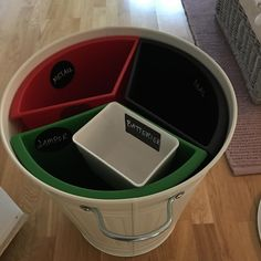 Källsortering för dig med litet utrymme i skåpen. Allt (förutom etiketter) kommer från IKEA.@ikeaorebro @ikeasverige @ikeauppsala @ikeakungenskurva  #Regram via @smpl_nu Kitchen Appliances, Cleaning, Photo And Video, Instagram, Inspiration, Future, House, Organisation, Diy Kitchen Appliances