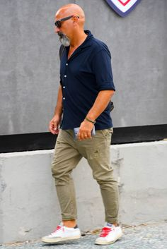 Old Man Fashion, Mens Fashion, Bald Men Style, Italian Men, Denim Jeans Men, Well Dressed Men, Casual Summer Outfits, Gentleman Style, Shirt Style