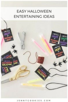 FREE Halloween Tags, perfect for party favors or classroom treats Diy Halloween Home Decor, Halloween Party Favors, Halloween Tags, Halloween House, Easy Halloween, Halloween Decorations, Halloween 2017, Party Food For Adults, Jenny Cookies