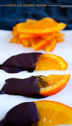 Chocolate covered orange slices are so good that they are always a hit! You don& have to make very difficult desserts when you have these! Chocolate Slice, Chocolate Dipped, Chocolate Orange, Chocolate Recipes, Just Desserts, Delicious Desserts, Yummy Food, Health Desserts, Candy Recipes