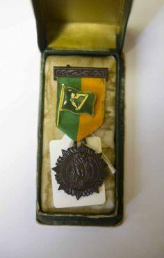 1916 Easter Rising medal and volunteer badge.