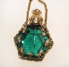 Antique Vintage Miniature Czech Perfume Scent Bottle, Green glass with Bronze fittings. Antique Perfume Bottles, Vintage Perfume Bottles, Perfumes Vintage, Beautiful Perfume, Fantasy Jewelry, Bottle Art, Potion Bottle, Vases, Jewelery