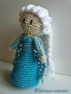 Bambola amigurumi fatta a mano all'uncinetto di MelarossaCreazioni