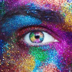 Here's an eye edit from my glitter shoot that I did the other day. Hope everyone's having a good Monday!