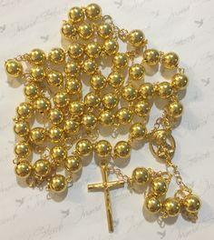 Terço confeccionado com bolas 10m/m abs douradas,banho dourado,crucifixo,Salve Rainha Nossa Senhora. <br>crucifixo-3,5x2,5cm <br>medalha-1,5x1.5cm <br>Tamanho esticado de ponta a ponta 72 cm <br>Acompanha embalagem <br>Comprimento: 72.00 cm Blessed Mother Mary, Types Of Gemstones, Rosary Catholic, Rosary Beads, Wild Style, Cross Jewelry, Religious Jewelry, Ring Bracelet, Statement Jewelry