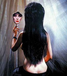 Elvira, Mistress of the Dark - Promo shot of Cassandra Peterson Dark Beauty, Gothic Beauty, Cassandra Peterson, Elvira Movies, Motard Sexy, Vintage Horror, Celebs, Celebrities, Gothic Girls