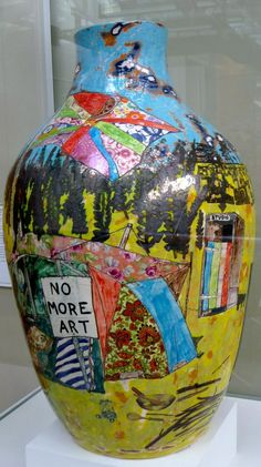 Grayson Perry - I could include all of Grayson Perry's wonderful pots here, but I restrained myself. Luckily, he doesn't! Grayson Perry Art, Political Art, English Artists, China Art, Ceramic Clay, Pottery Art, Sculpture, Abstract, Creative