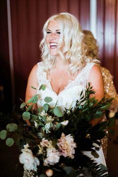 beautiful smiling bride with lush greenery bouquet Wedding Beauty, Wedding Bride, Floral Wedding, Wedding Bouquets, Wedding Day, Wedding Dresses, Laid Back Wedding, Bridal Looks, Wedding Trends