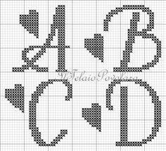Un alfabeto free .. maiuscolo da 28 quadretti accompagnato da cuoricini
