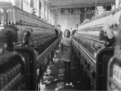 Child Labor in America. Unknown girl at the Whitnell Cotton Mill, North Carolina. Photographs of Child Labor by Lewis W. Vintage Photographs, Vintage Photos, Lewis Wickes Hine, Fondation Cartier, Fotografia Social, Working With Children, Children Play, Poor Children, Interesting History