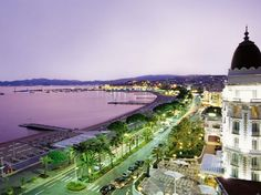 There are two places in France that really cought my heart: One of these is Cannes, where I worked as a waitress during August, 2013. I went there several times, and each time I'm just stunned of this beauty...