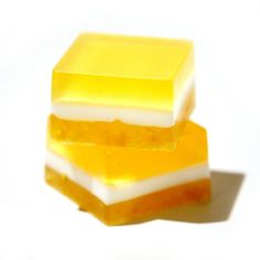 Adorable yellow lemon soap. Glycerin soap, shop, inspiration, layered, layers, white, citrus. Norsk side, såpe, inspirasjon,