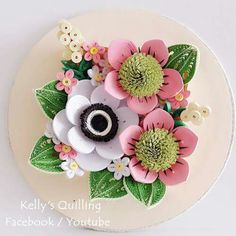 These Quilling Flower Decoration Series are original designed by Kelly Sng. On these videos, you will learn how to make the beautiful quilling flowers. Paper Quilling Flowers, Paper Quilling Designs, Quilling Patterns, Paper Roses, Felt Flowers, Quilling Videos, Quilling Craft, Quilling Techniques, Clay Crafts
