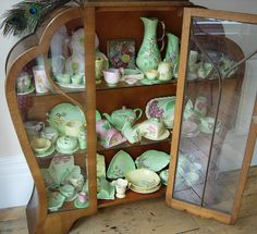 My friend Yvonne would love this - all the Carltonware so beautifully displayed!