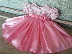 Vestido de festa em cetim Kids Party Wear Dresses, Cute Baby Dresses, Kids Dress Wear, Baby Girl Party Dresses, Kids Gown, Dresses Kids Girl, Kids Outfits, Girls, Baby Frocks Designs