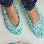 This Flip Flop Crochet Slippers Free Pattern is a must make and don't they look great! Crochet Sandals, Crochet Baby Shoes, Crochet Slippers, Baby Shower Invitations For Boys, Baby Boy Shower, Baby Blue, Free Pattern, Flip Flops, Espadrilles