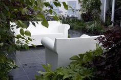Ser du tv-serien Boston Legal?  Så genkender du sikkert disse fede stole fra Kartell, designet af Philippe Starck.