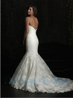 Strapless backless sweetheart mermaid trumpet romantic lace wedding dress. €230,00