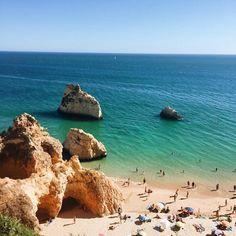 Mehr als 100 offizielle Strände warten an der Algarve, Portugals Südküste, darauf, entdeckt zu werden – diese 11 sind besonders schön.