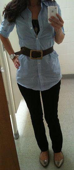 oversized denim shirt, belt, back skinny jeans.