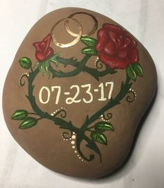40 Easy garden and outdoor rock painting ideas Stone Crafts, Rock Crafts, Stone Painting, Diy Painting, Rock Flowers, Hand Painted Rocks, Painted Pebbles, Painted Stones, Family Painting