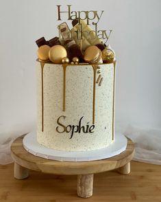 Queens Birthday Cake, Queen Birthday, 60th Birthday Party, Girl Birthday Decorations, Birthday Cake Decorating, Patisserie Design, Chocolate Drip Cake, Carrot Cake Cookies, Happy Birthday Beautiful