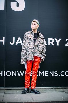 The 87 Best Street Style Looks From Men's Fashion Week: London, Milan and Pitti Uomo - Fashionista Mens Fashion Week, Kpop Fashion, Street Fashion, Autumn Street Style, Street Style Looks, K Pop, Zico Korean, Zico Block B, Rapper