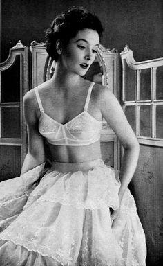 vintage lingerie - bra and big petticoat Classy Lingerie, Jolie Lingerie, Retro Lingerie, French Lingerie, Lingerie Sets, Bodysuit Lingerie, White Lingerie, Mode Vintage, Vintage Girls