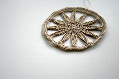 love this macrame medallian. The daisy/spokes/star shape always appeals