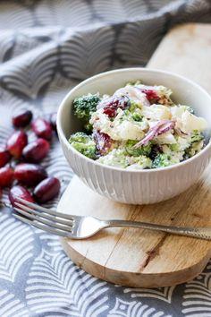przepis na sałatkę brokułową w wersji na słodko ;) Cheddar, Potato Salad, Potatoes, Ethnic Recipes, Food, Pineapple, Cheddar Cheese, Potato, Essen
