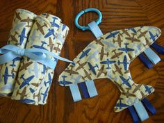 Crafted by KatieB: Airplane Baby Boy Gift Set  so going too make these for the boys....:)
