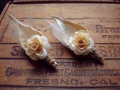 Check out these 25 Rustic Boutonniere Ideas {ahandcraftedwedding.com}