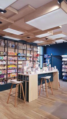 Richard Palacci Pharmacie Cosmetic Shop, Makeup Store, Retail Interior, Closet Designs, Baby Store, Bar, Ceiling Design, Makeup Organization, Store Design