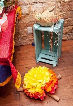 FESTA JUNINA DECORAÇÃO ANIVERSÁRIO Craft Stick Crafts, Diy And Crafts, Party Decoration, Tree Branches, Event Decor, Art Pieces, Alice, Birthdays, Gift Wrapping