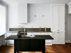 Kitchen_and_Beyond_white_20.jpg