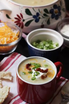 Enjoy a hot and hearty supper tonight with this Chunky Potato Soup. Seasoned with bacon and tarragon, this soup is perfect comfort food. Sausage Potato Soup, Loaded Potato Soup, Potato Leek Soup, Roasted Vegetable Soup, How To Cook Chili, Pureed Soup, Bean Stew, Bowl Of Soup, Easy Soup Recipes