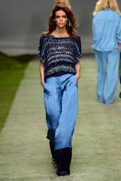 """The endless freedom of summer inspired the design team at Topshop HQ for From sunrise to sunset, on a beach or on a roof, this was a collection made with a """"Heat Rave"""" in mind. Denim Fashion, Womens Fashion, Fashion Trends, Topshop Unique, 2015 Trends, Crochet Fashion, Chambray, Passion For Fashion, Bell Bottom Jeans"""