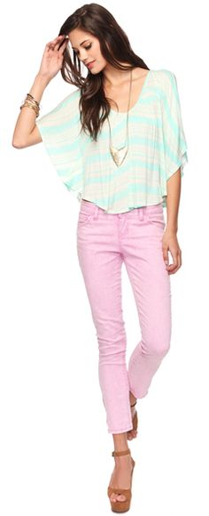 Floaty top and the light jeans combo is AMAZING