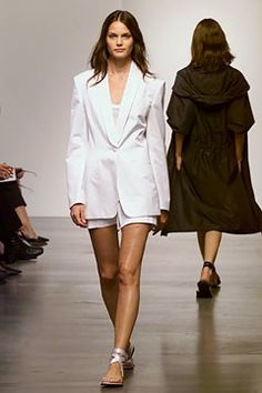 Calvin Klein Collection Spring 2002 Ready-to-Wear Fashion Show - Mini Andén, Calvin Klein Calvin Klein Collection, Classic Chic, High Class, Fashion Show, Fashion Design, Modern Luxury, Ready To Wear, Vogue, Rompers