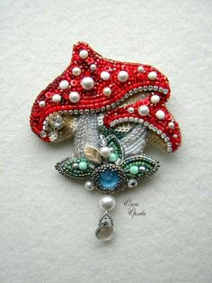 Handmade Beaded Jewelry, Brooches Handmade, Bead Embroidery Jewelry, Beaded Embroidery, Beaded Brooch, Beaded Ornaments, Bead Art, Bead Weaving, Jewelry Trends