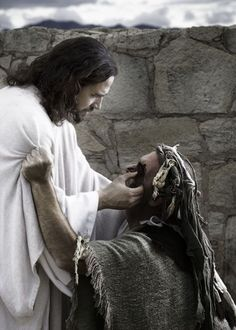 This is a picture of Jesus healing the blind man's eyes. Jesus Christ, the same yesterday, today & forever! Pictures Of Christ, Bible Pictures, Pictures Of Love, Biblical Art, My Jesus, Jesus Christ Lds, Jesus Today, Bible Art, Christian Art