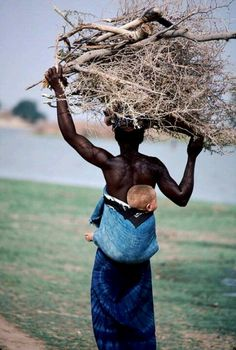 bue - mother and child - photography - Segou - Mali - Africa Black Is Beautiful, Beautiful World, Beautiful People, In This World, People Around The World, Mama Africa, Fotografia Social, Robert Doisneau, Portraits