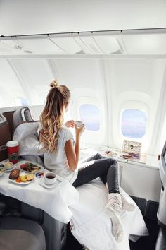 The Best Airplane Snacks for Long Flights – Wander Her Way – travel outfit plane long flights Travel Goals, Travel Style, Fly Travel, Travel Plane, Travel Tips, Girl Travel, Airplane Travel, Budget Travel, Travel Ideas