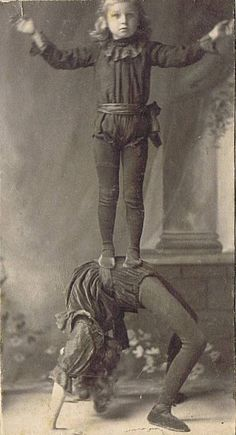 Early Vaudeville and circus photos from the collection of Bob Bragman